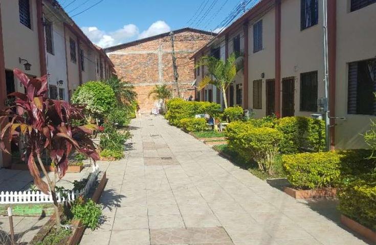 Casa de 36m em Condomínio fechado, com 2 dormitórios. Fácil acesso à Protásio Alves, próximo ao Iguatemi e Colégio Farroupilha.